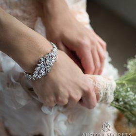 Bracelet original avec cristaux oxydes de zirconium