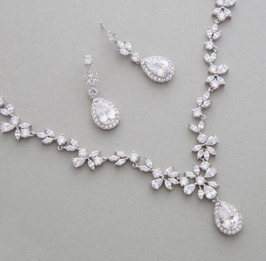 Parure bijoux mariage cristal élégante et luxueuse