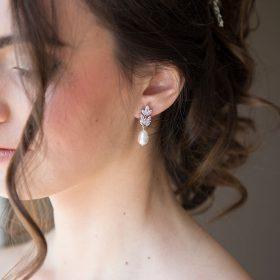 boucles d'oreilles perles nacrées et cristal Zircon
