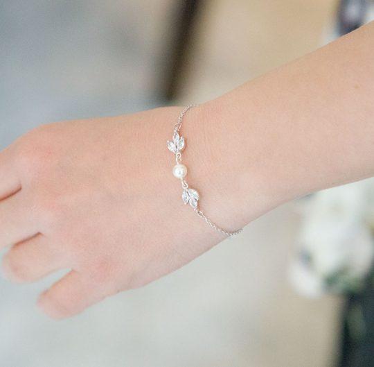 bracelet de mariee avec perle nacrée et oxydes de zirconium