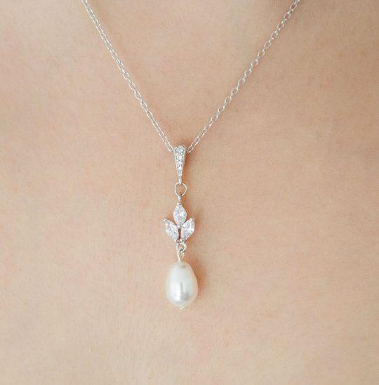 collier de mariée avec perle nacrée et oxydes de zirconium