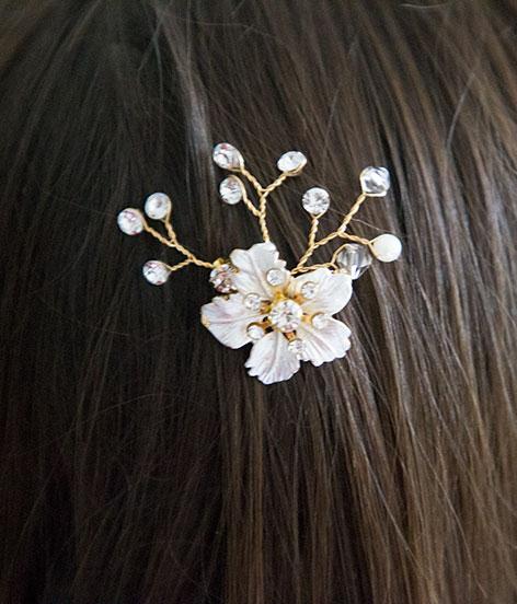 pic cheveux mariage fleur