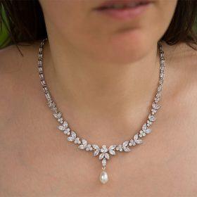 Collier pour mariée élégant diamanté perle nacrée Swarovski