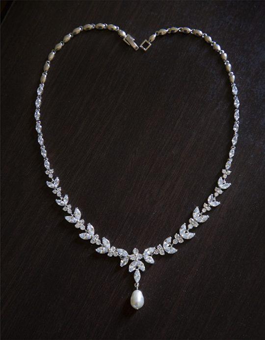 Collier de mariée élégant diamanté perle nacrée Swarovski