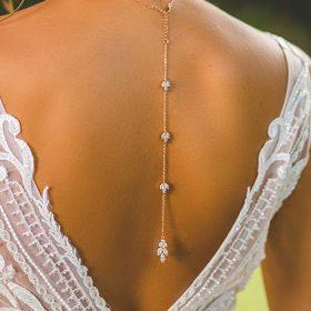 Collier de mariée avec bijou robe dos nu doré rose