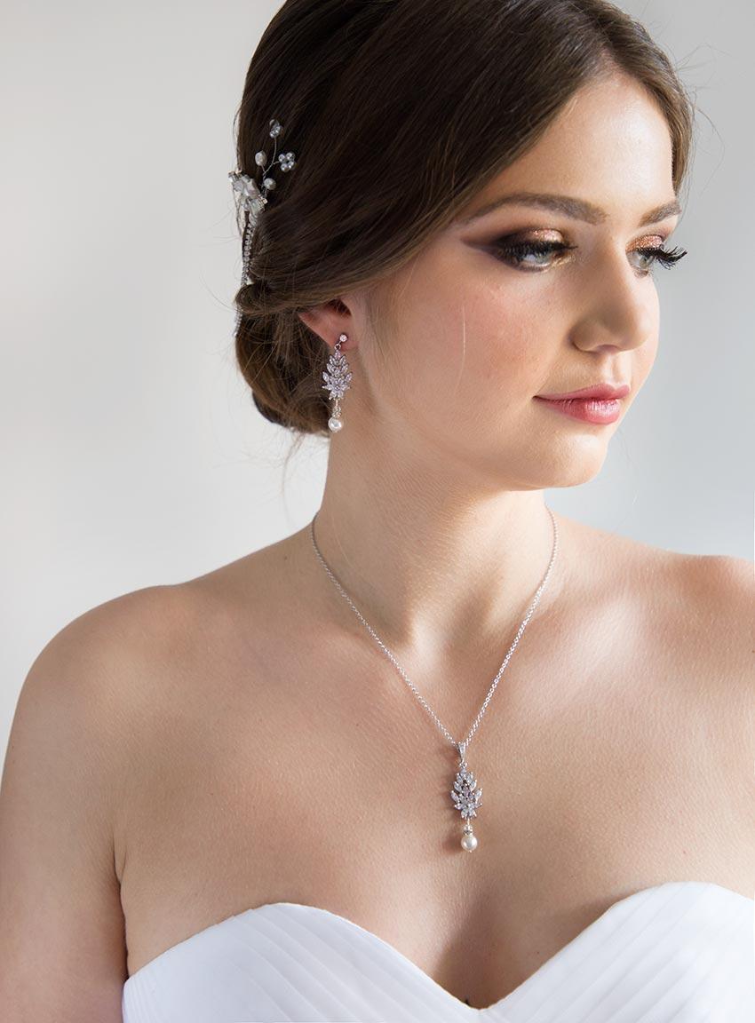 Bijou de dos mariage en cristal et perle Swarovski