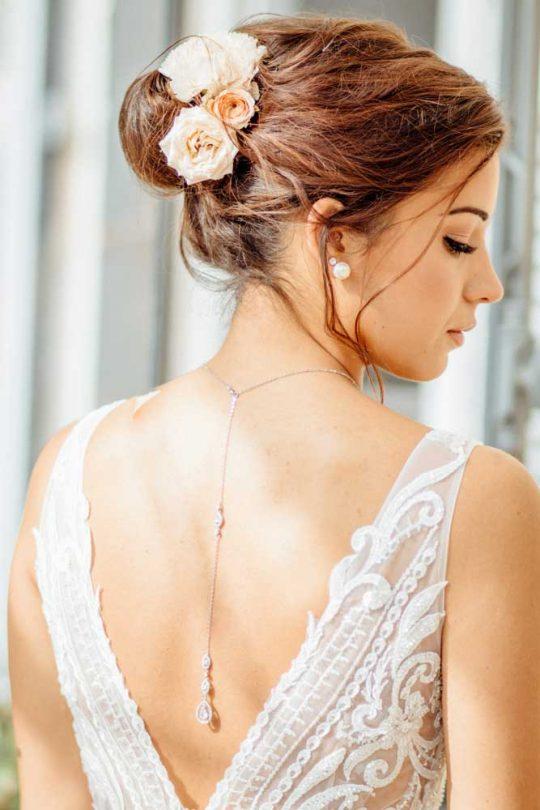 Collier de mariée avec bijou original robe dos nu Rachel